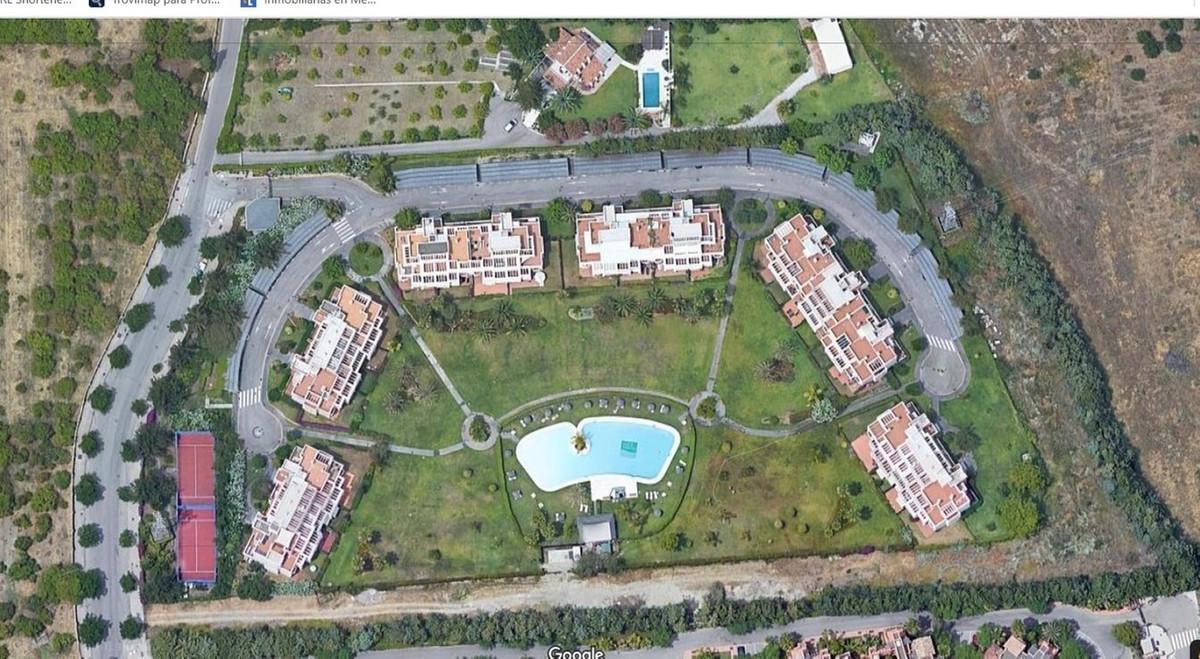 New Golden Mile, between Estepona and Puerto Banus, This 2.5 bedroom 2 bathrooms beautifully furnish,Spain
