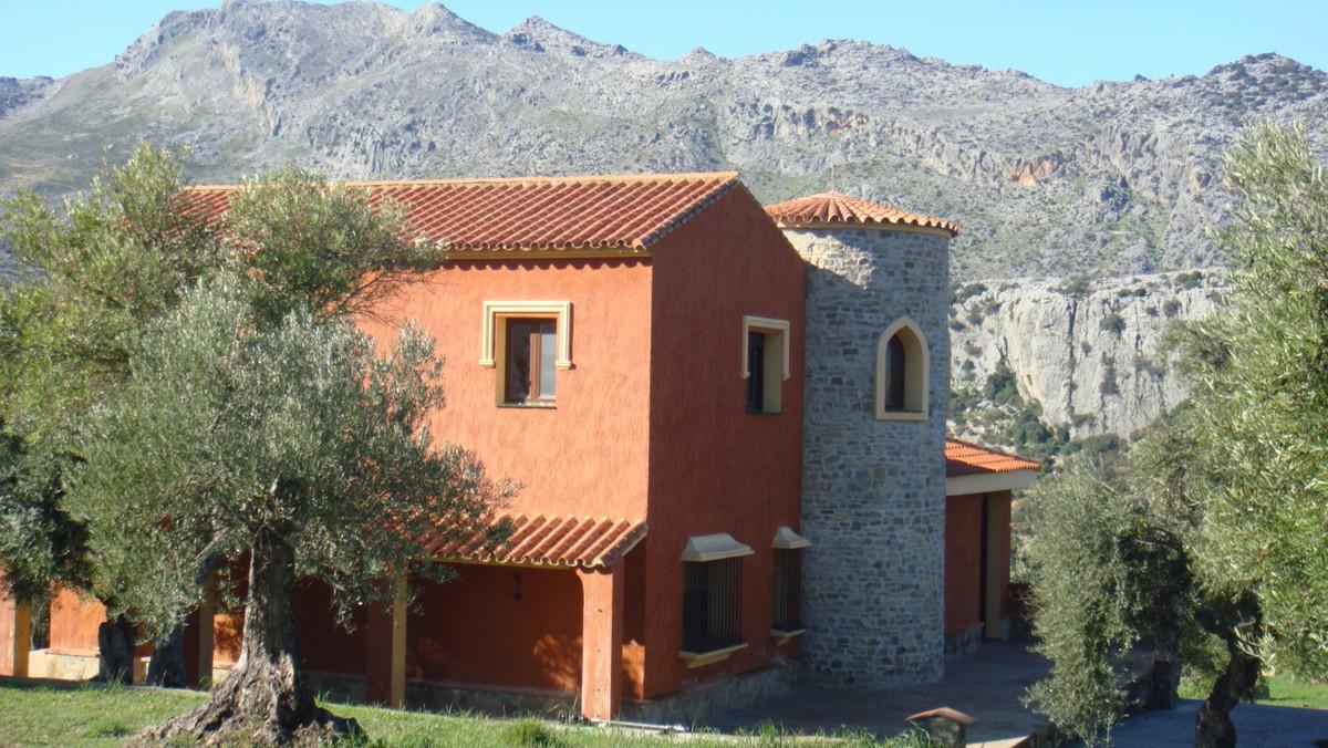 Serrania de Ronda Area. 45.000 sq m plot, with 5 apartment buildings hosting two apartments each of ,Spain