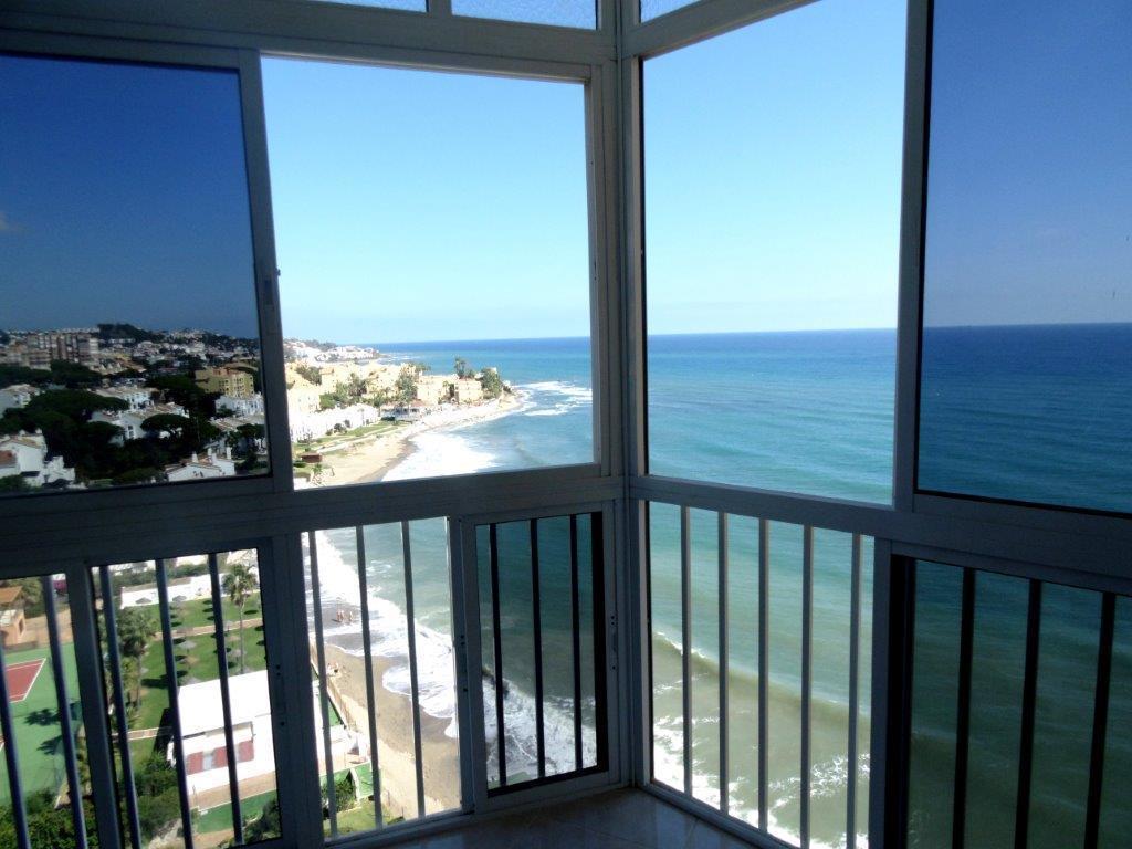 Middle Floor Apartment, Calahonda, Costa del Sol. Built 25 m².  Setting : Beachfront, Suburban, Clos,Spain