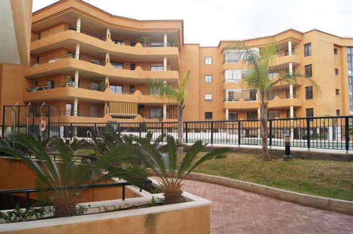 Middle Floor Apartment, Fuengirola, Costa del Sol. 2 Bedrooms, 2 Bathrooms, Built 65 m², Terrace 36 ,Spain