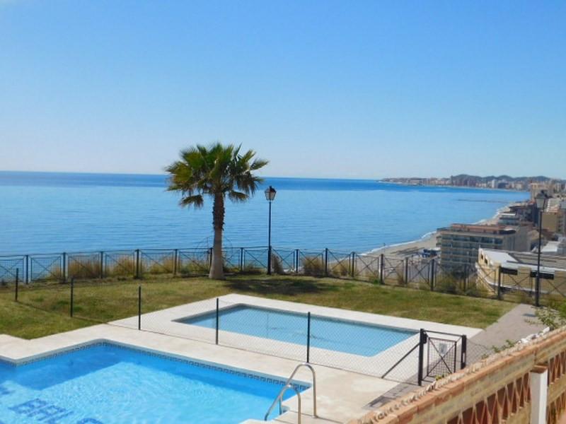 SE VENDE PLANTA BAJA EN LINE DE PLAYA  CON 1 DORMITORIO Y VISTAS AL MAR Y MONTANA. Apartamento situa,Spain