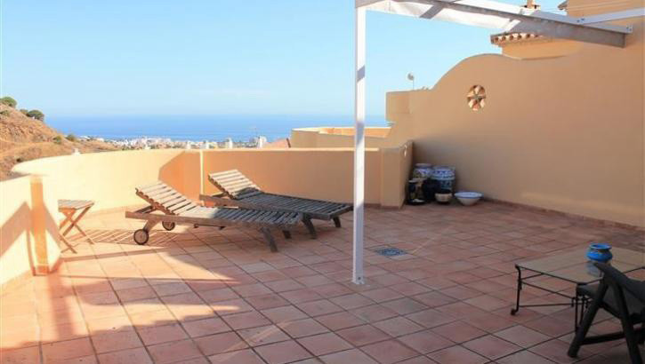 Penthouse for sale in Calahonda, Mijas, Malaga, Spain Beautiful corner penthouse with spacious sunny,Spain