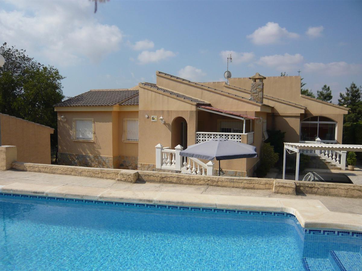 5 bedroom villa in Muchamiel all on one level with swimming pool.  1993 villa in Muchamiel all on onSpain