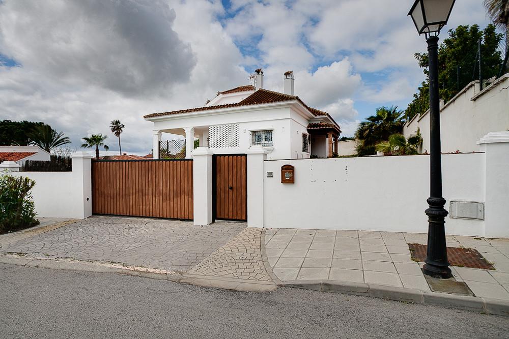 Detached Villa, Guadiaro, Costa del Sol. 3 Bedrooms, 3 Bathrooms, Built 198 m², Terrace 100 m², Gard,Spain