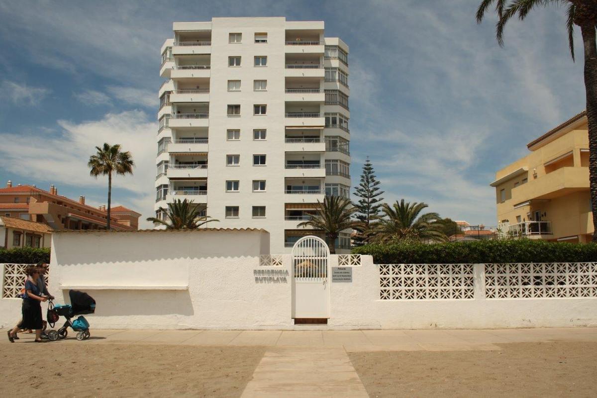 COMPLEX IN FIRST LINE OF SEA IN THE LA CALA DE  MIJAS . Fabulous studio located in Cala de Mijas, st,Spain