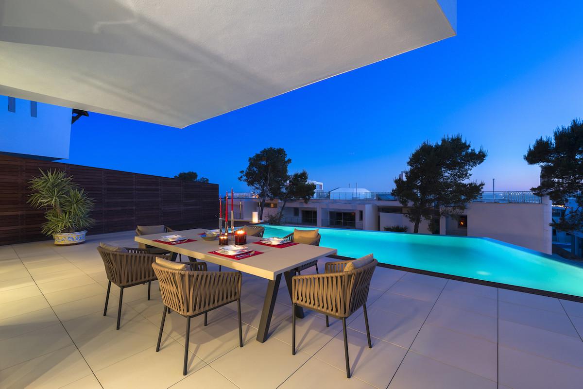 Semi-Detached House, Marbella, Costa del Sol. 3 Bedrooms, 2 Bathrooms, Built 665 m², Terrace 161 m².,Spain