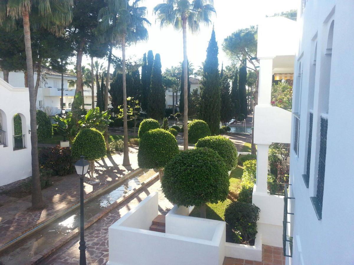 Middle Floor Apartment, Puerto Banus, Costa del Sol. 2 Bedrooms, 2 Bathrooms, Built 110 m².  Setting,Spain