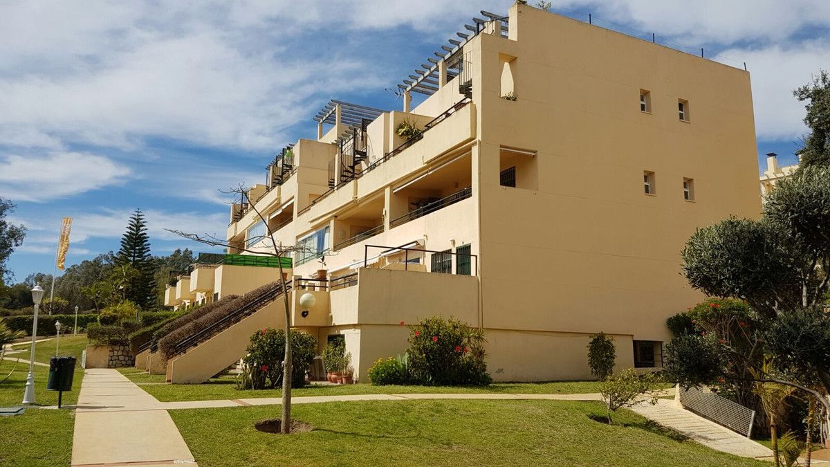 Fantastic deal!! in Calahonda Royale short walk to Luna beach and the shops. A great 2 bedroom 2 bat,Spain