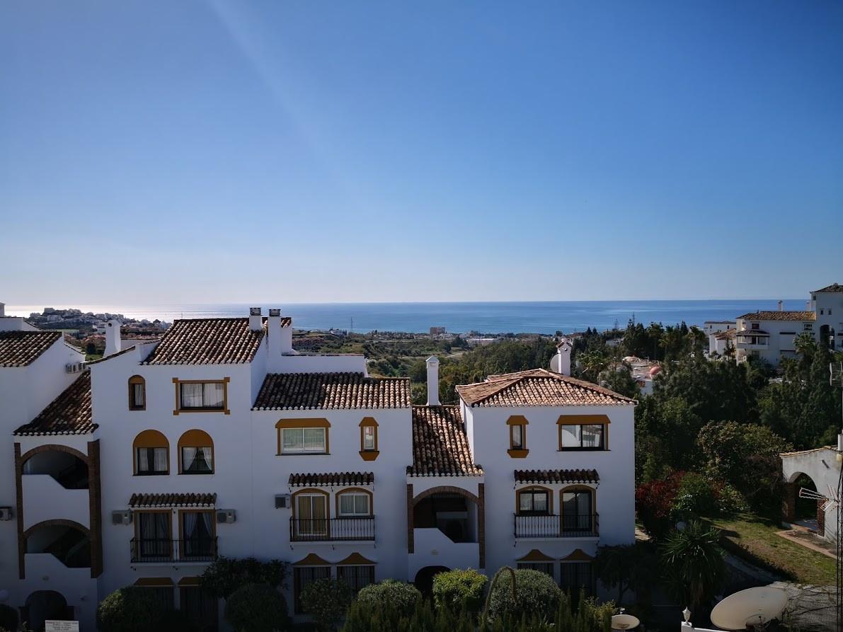 2 bedroom, 2 bathroom Penthouse for sale in La Orquidea, Calahonda. Spacious apartment with large li,Spain