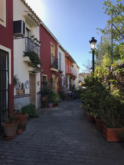 We present this comfortable terraced house of 110 square meters, has 3 bedrooms, 1 bathroom, 1 room ,Spain