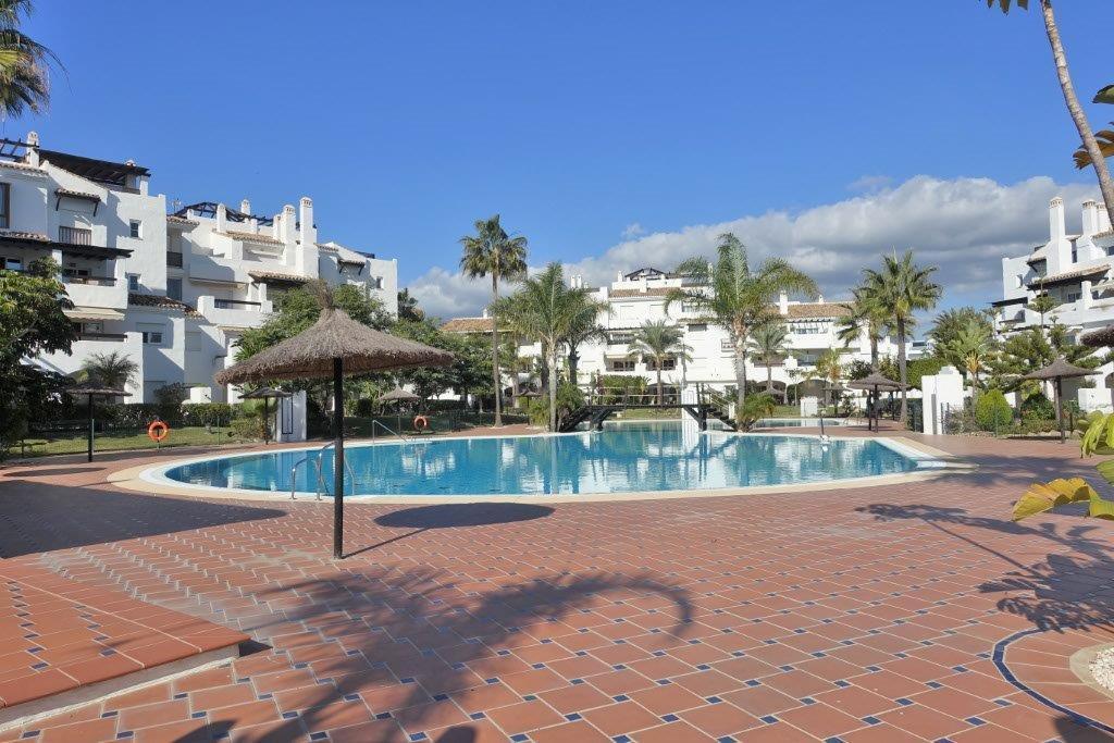 This topfloor apartment is situated in a frontline beach complex Las Adelfas in San Pedro de Alcanta,Spain