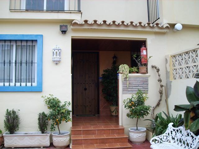 Bonito unifamiliar situado en la zona de Don Miguel, junto al Mercadona. Conjunto residencial famili,Spain