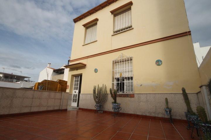 Oportunidad en San Miguel, Junto Capuchinos! Excelente oportunidad de casa mata de unos 240m2 constr,Spain