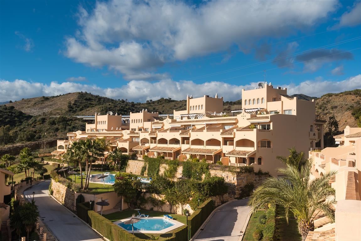 Middle Floor Apartment, Elviria, Costa del Sol. 3 Bedrooms, 3 Bathrooms, Built 109 m², Terrace 30 m²,Spain
