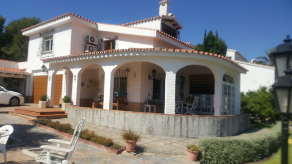 Magnificent villa situated in the prestige neighbourhood of Cerrada de Calderon. Villa consist of 4 ,Spain