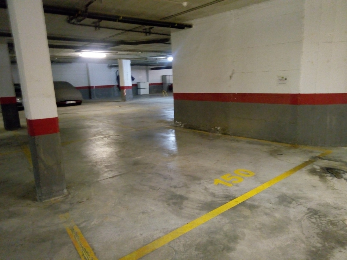 Ample parking space in gated complex - DUQUESA SUITES, GOLF AND GARDENS - La Duquesa,Spain