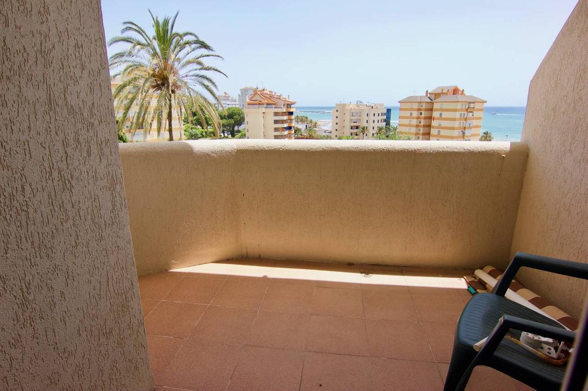 Middle Floor Studio, Benalmadena Costa, Costa del Sol. Built 32 m², Terrace 5 m².  Setting : Commerc,Spain