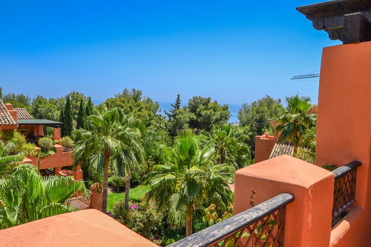 Large apartment of 225 square meters located in exclusive urbanization (Lagos de Sierra blanca) for ,Spain