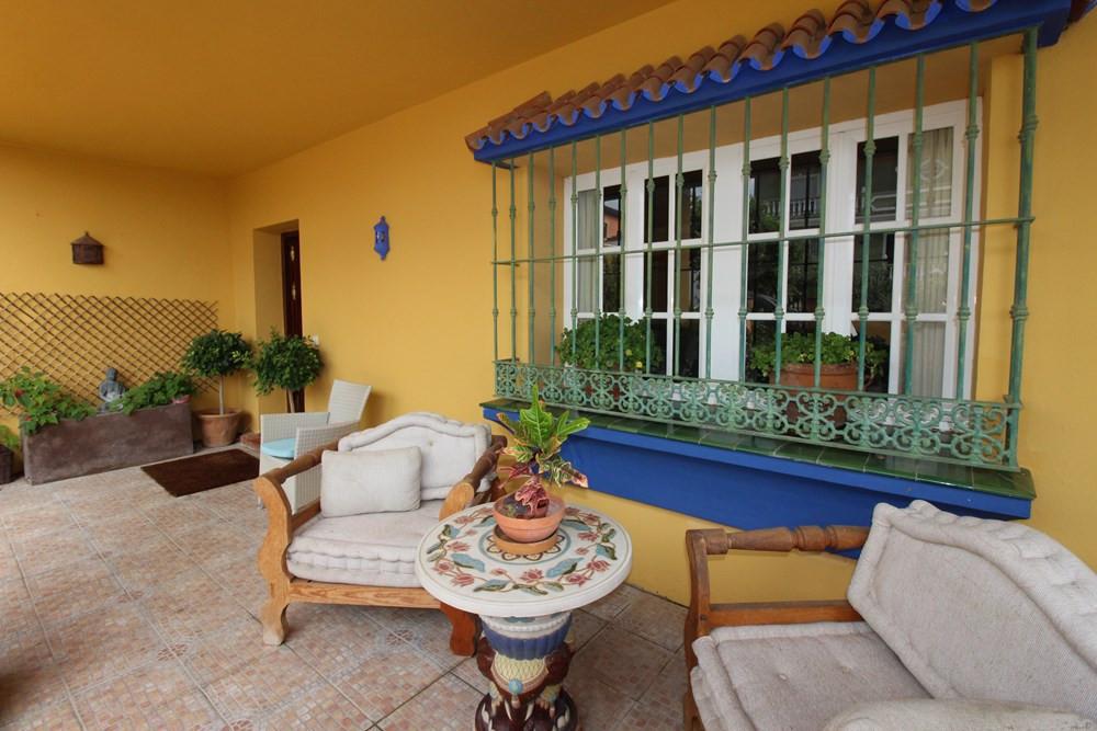 BEAUTIFUL VILLA INDEPENDENT IN PUEBLO NUEVO. This beautiful villa is in Pueblo Nuevo de Guadiaro ver,Spain