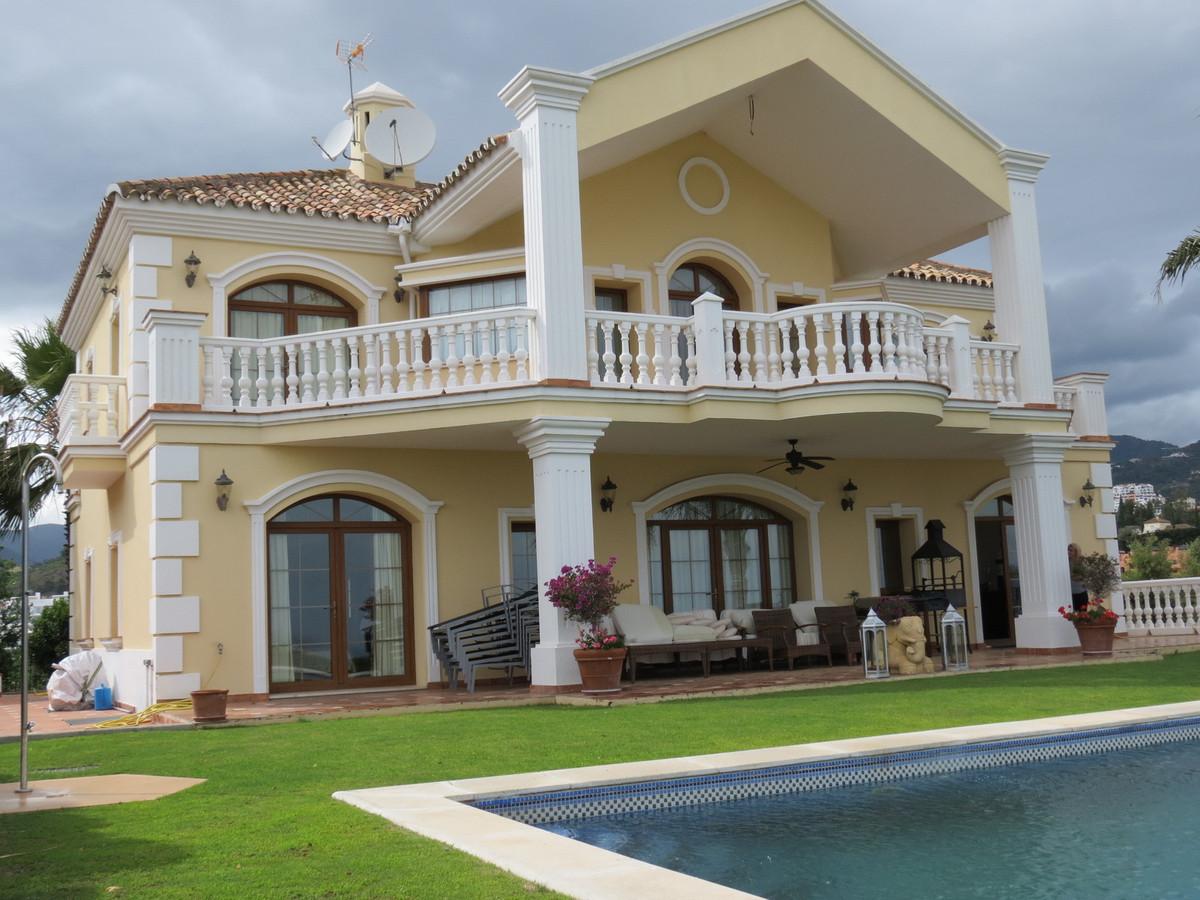Detached Villa, Benahavis, Costa del Sol. 6 Bedrooms, 5 Bathrooms, Built 550 m², Terrace 50 m², Gard,Spain