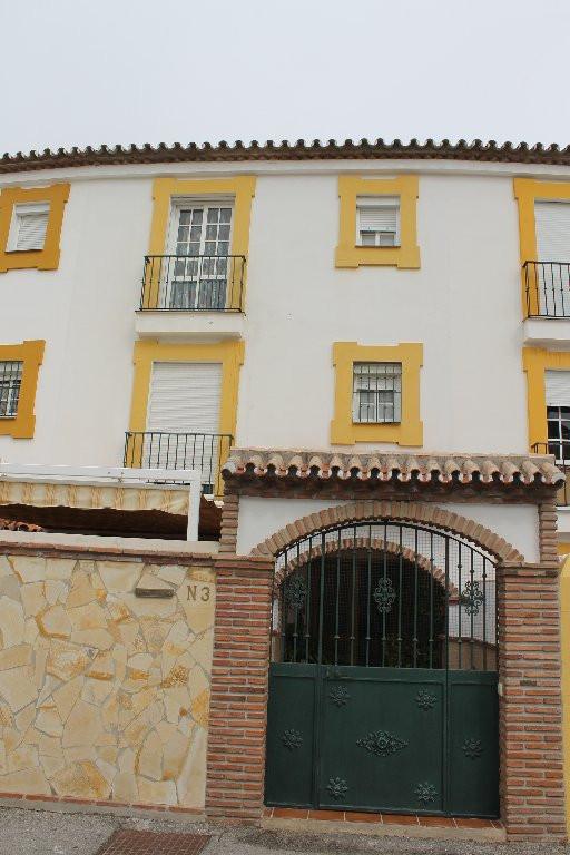 Townhouse, , Costa del Sol. 4 Bedrooms, 3 Bathrooms, Built 300 m², Terrace 30 m².  Setting : Close T,Spain