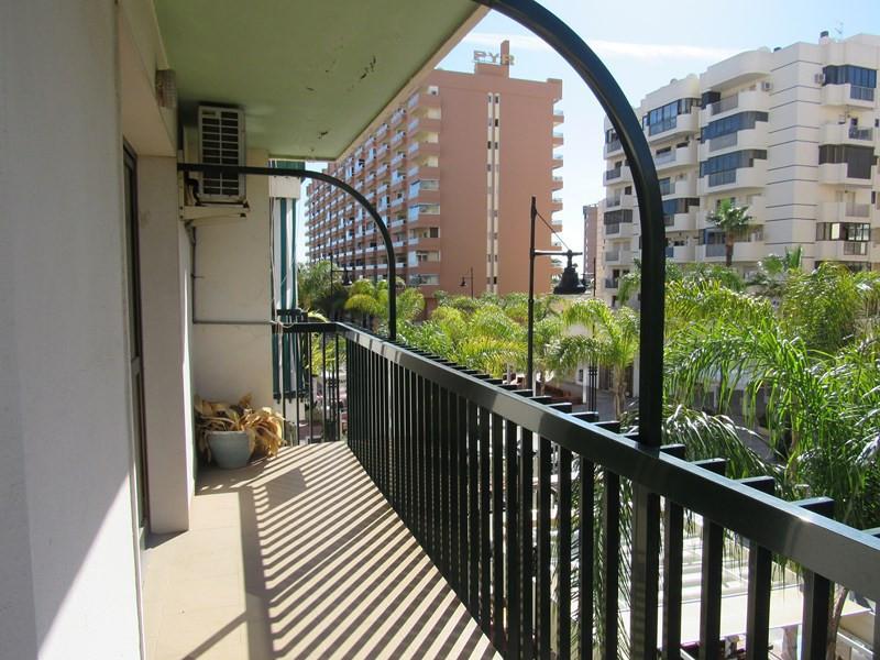 Middle Floor Apartment, Fuengirola, Costa del Sol. 3 Bedrooms, 2 Bathrooms, Built 118 m².  Setting :,Spain