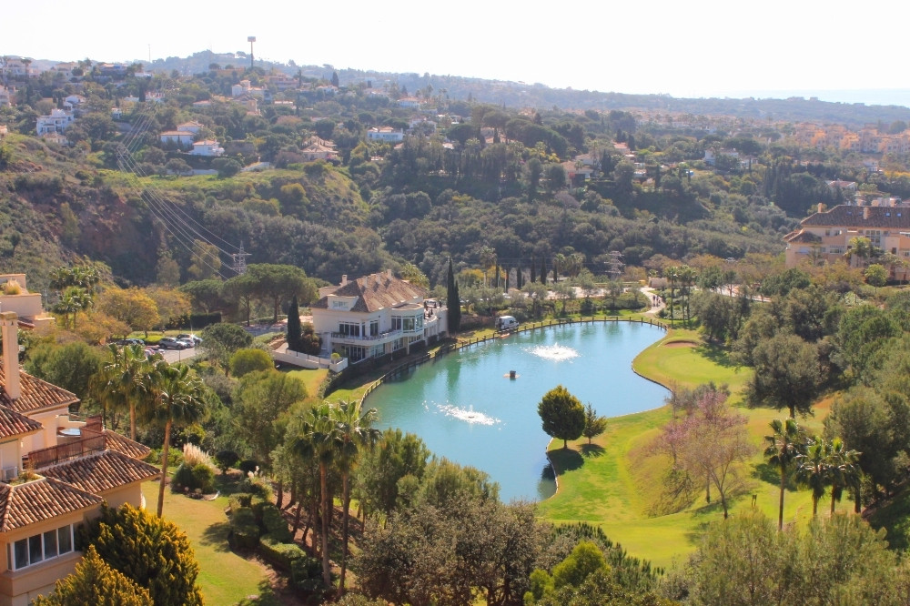Elviria Hills duplex penthouse. This is a stunning 3 bedroom, 3 bathroom duplex penthouse in immacul,Spain