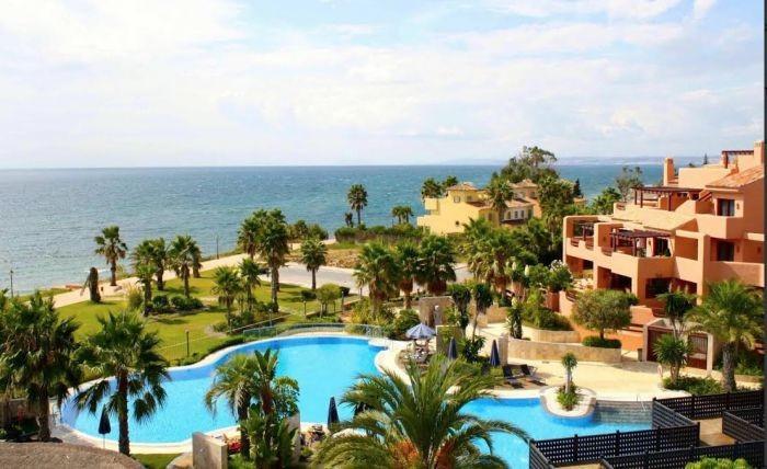 Beautiful apartment in luxury development playa.Urbanizacion frontline security 24 hours. Qualities ,Spain