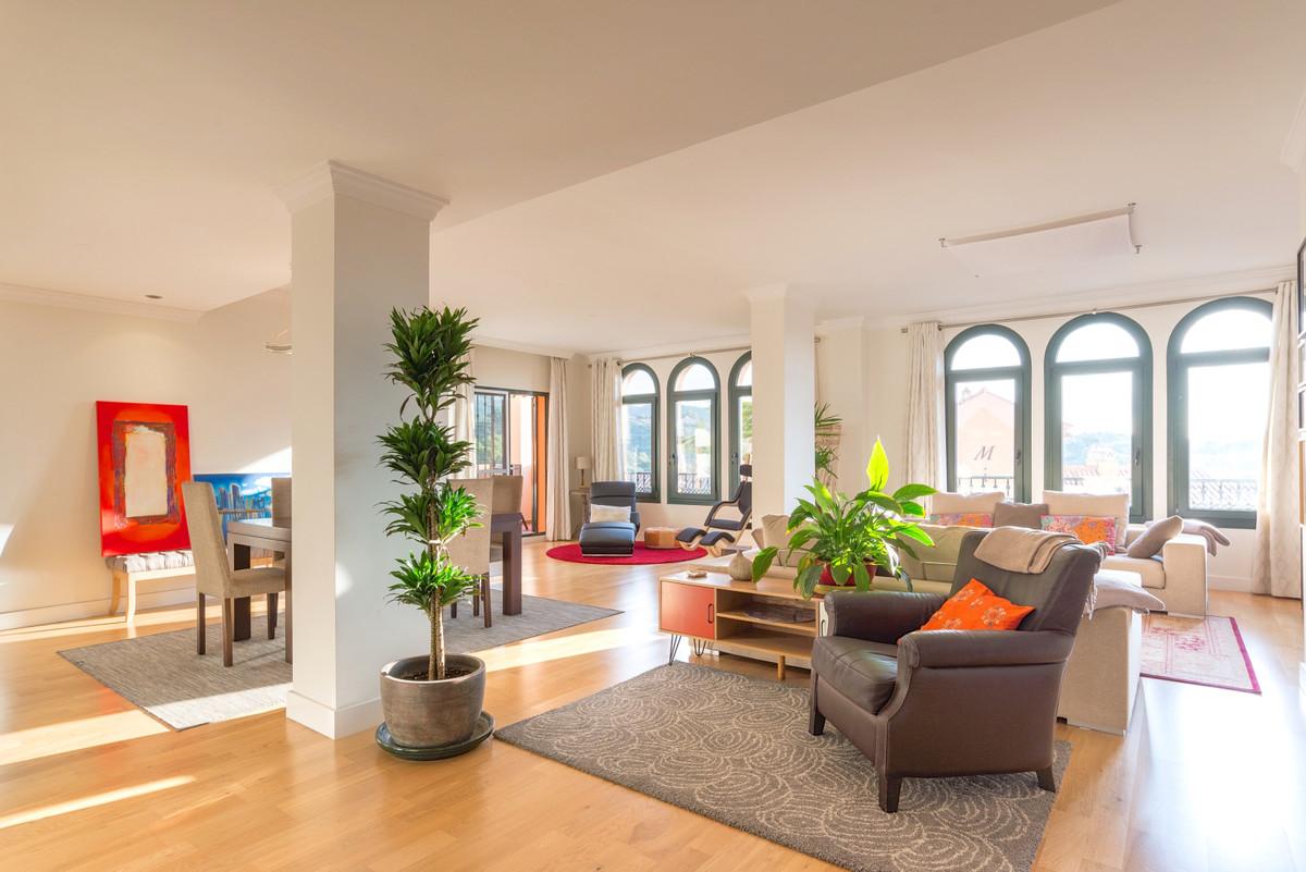 Apartamento 4 Dormitorios en Venta Elviria