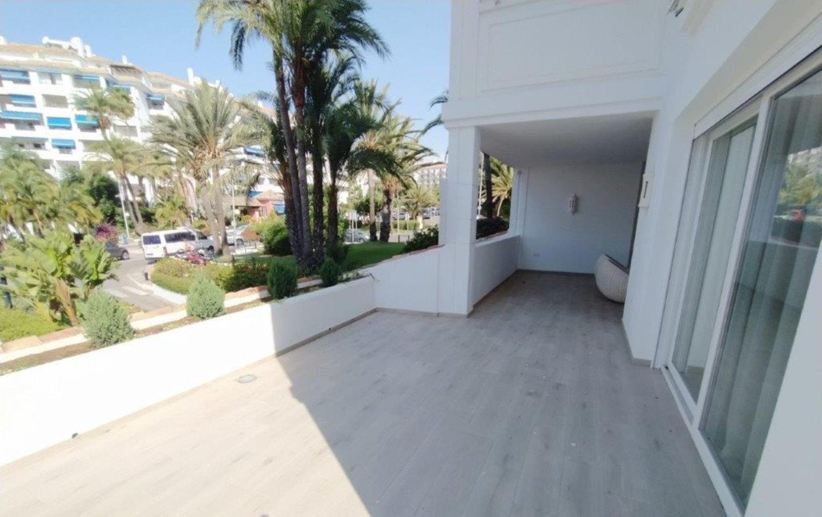 Fabulous apartment in one of the urbanizations of the luxurious Puerto Banus, Playas del Duque. Walk,Spain