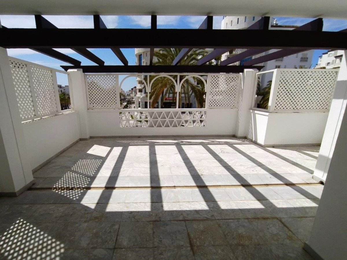 Fabulous 2 bedroom flat located in the streets of the port of Puerto Banus. Walking distance to all ,Spain