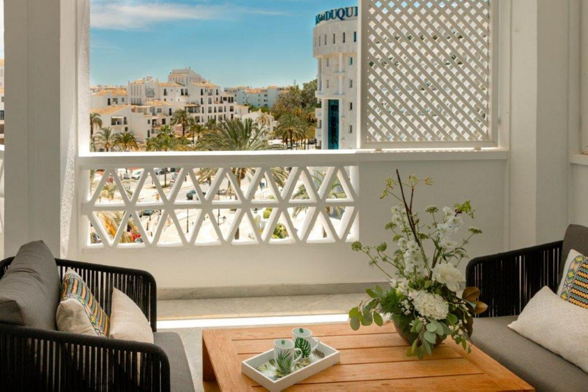 Fabulous second floor south facing apartment in one of the luxurious complexes of the famous Puerto ,Spain