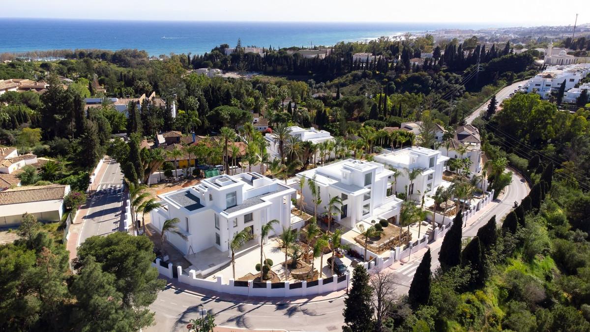 Sophisticated villa in a prestigious urbanization on The Golden Mile, Las Lomas de Marbella club. It,Spain