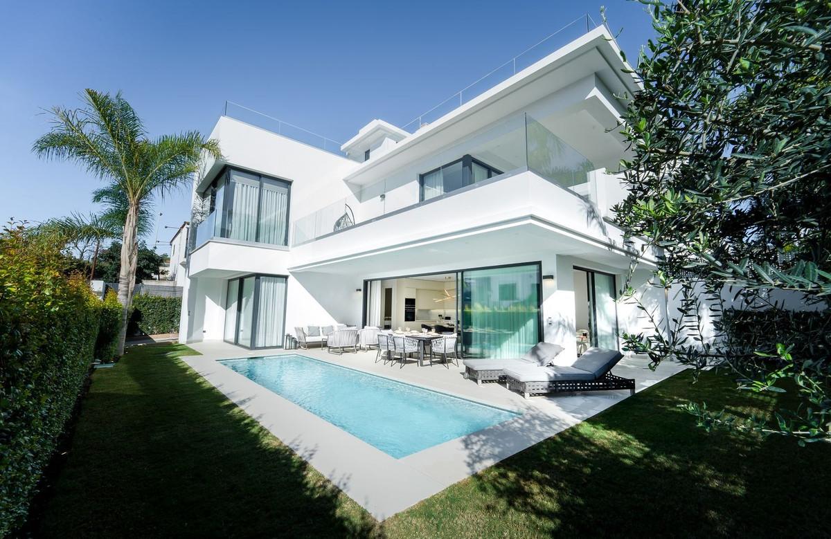 Detached Villa for sale in Marbella R3574702