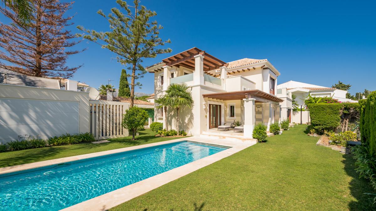 Detached Villa for sale in Marbella R3687560