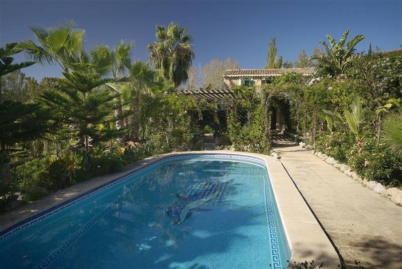 Beautiful, rustic finca, completely refurbished, situated in Calvia. The main house is distributed o,Spain