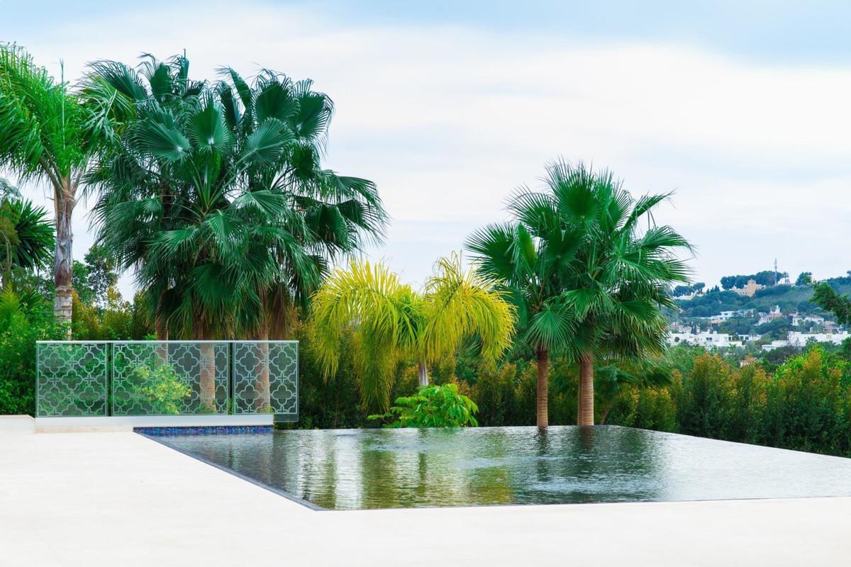 Villa for sale in Aloha - Nueva Andalucia Villa - TMRO-R3320092
