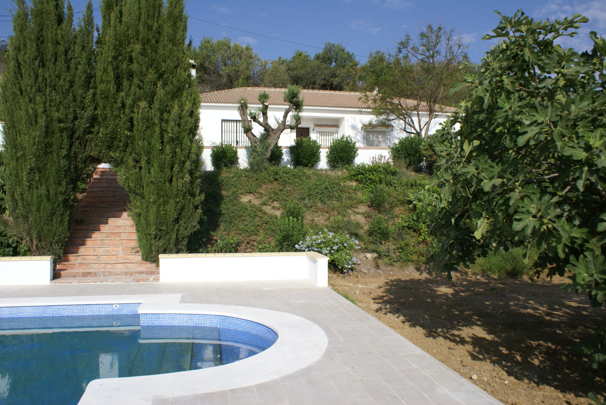 Moonriver is a newly refurbished country house half way between Alhaurin de la Torre and Alharin el ,Spain