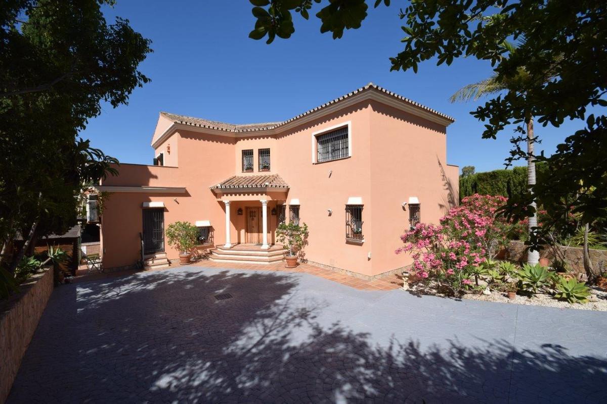 Villa for sale in Nueva Andalucia - Nueva Andalucia Villa - TMRO-R134924