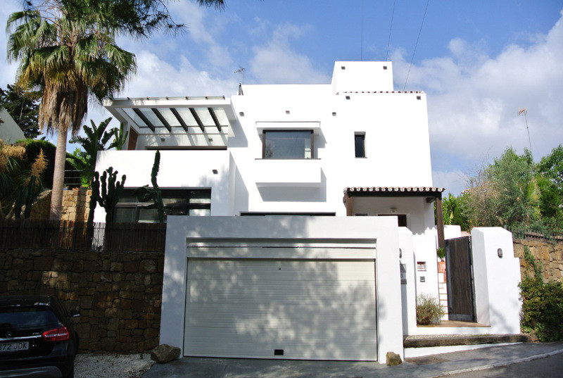 Detached Villa for sale in The Golden Mile