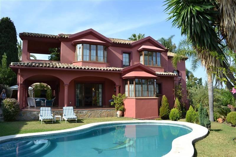 Villa for sale in Guadalmina Alta - San Pedro de Alcantara Villa - TMRO-R401297