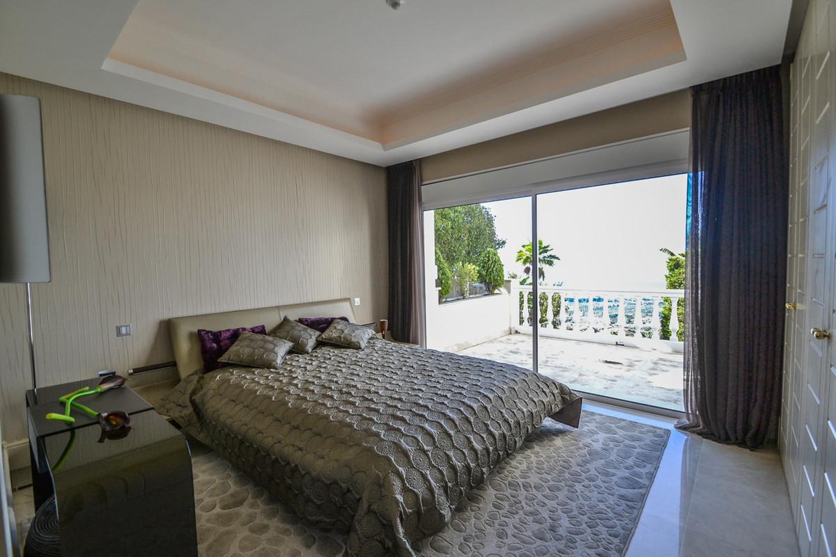 Villa con 5 Dormitorios en Venta Altos de los Monteros