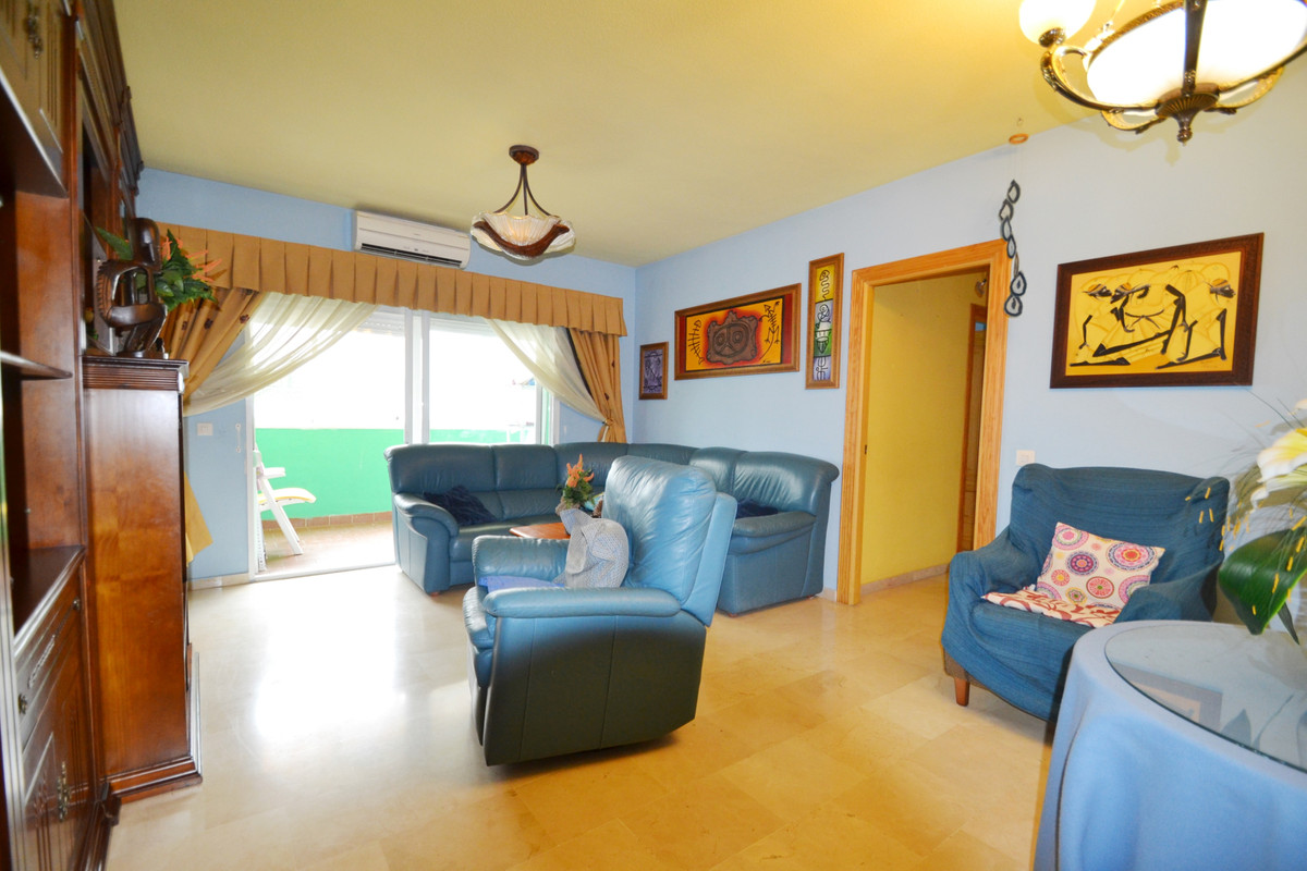 Apartment in Fuente Nueva area, San Pedro de Alcantara  Spacious apartment with west orientation, co,Spain