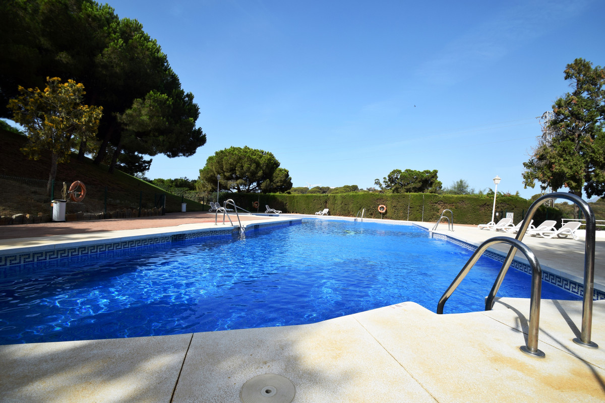 5 bedroom townhouse in Calahonda  Fantastic fully furnished townhouse with 5 bedrooms, 3 bathrooms iSpain