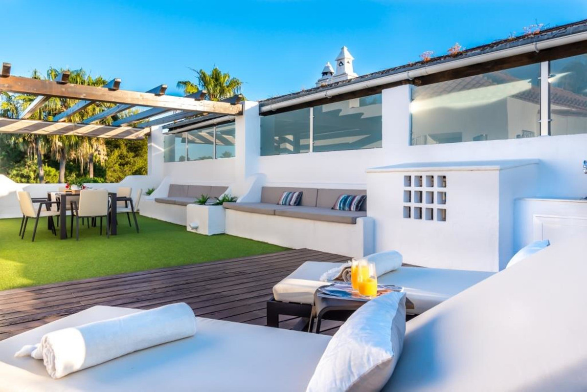 Duplex penthouse in Guadalmina Baja  Fantastic duplex penthouse fully furnished, of 4 bedrooms, 3 ba,Spain
