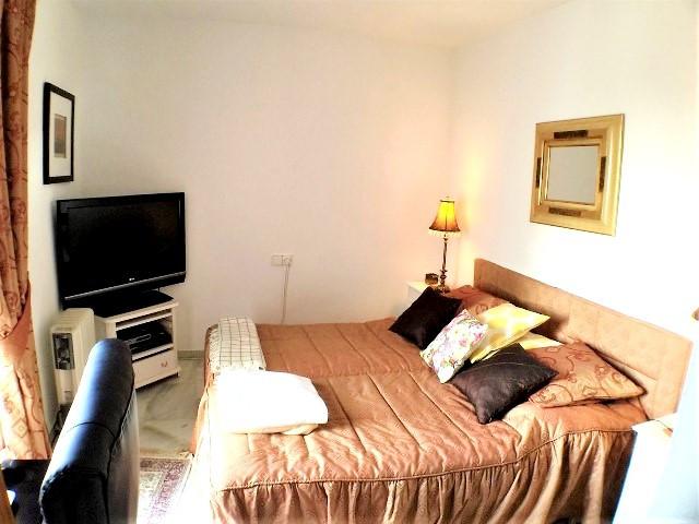 Unifamiliar con 2 Dormitorios en Venta Calahonda