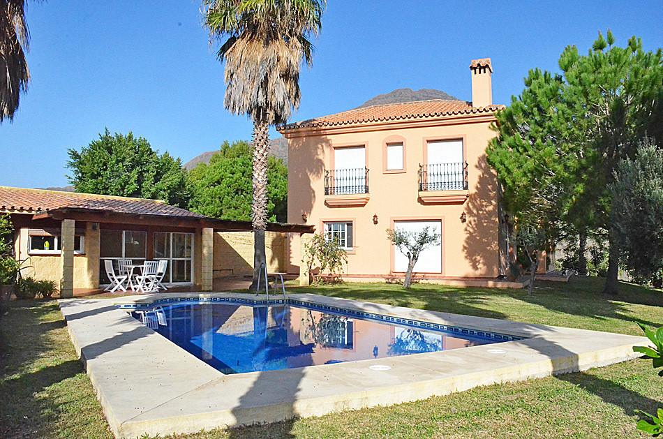 Finca - Cortijo, Estepona, Costa del Sol. 10 Bedrooms, 8.5 Bathrooms, Built 737 m², Terrace 100 m², ,Spain