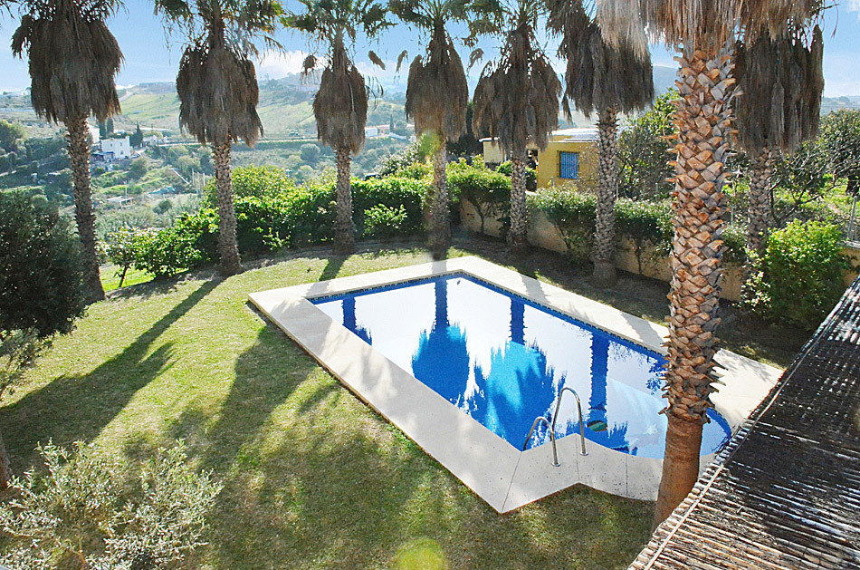 Villa con 10 Dormitorios en Venta Estepona