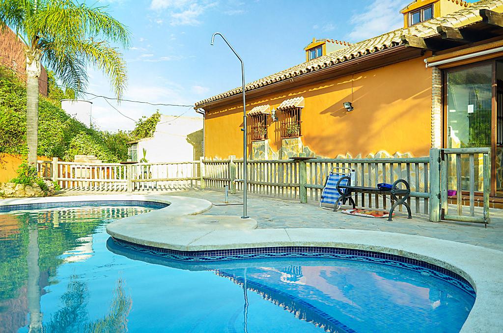 Detached Villa, Estepona, Costa del Sol. 5 Bedrooms, 1 Bathroom, Built 290 m², Garden/Plot 3800 m². ,Spain