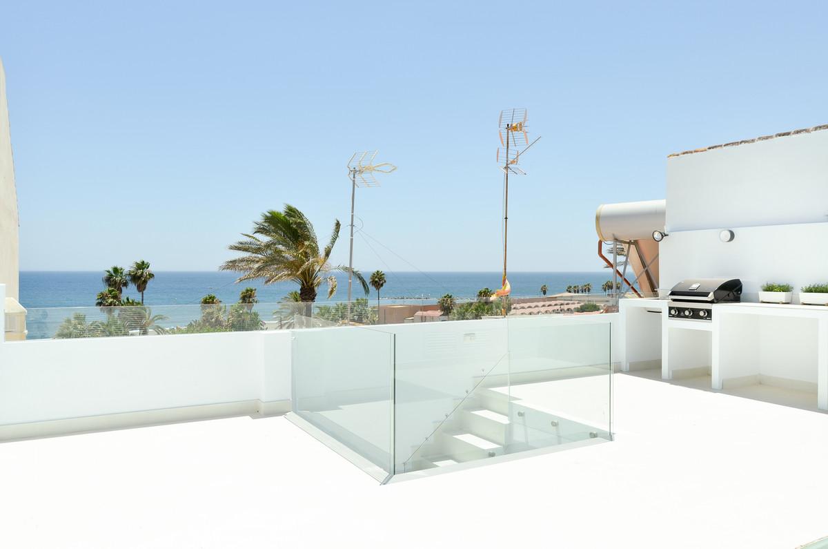 Townhouse, Estepona, Costa del Sol. 3 Bedrooms, 2 Bathrooms, Built 80 m², Terrace 60 m².  Setting : ,Spain